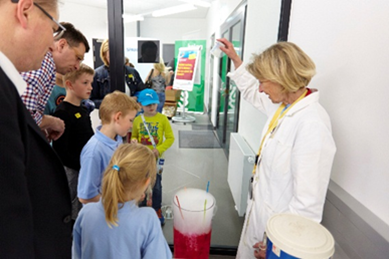Pupils and a teacher educator of the University of Teacher Education Carinthia during an experiment.